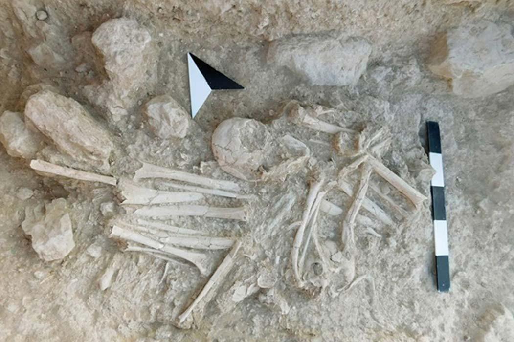 Enterramiento secundario hallado en la estructura funeraria 27. (Imagen: Culture.gr)
