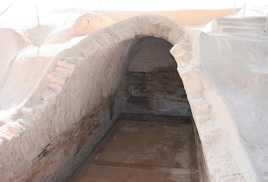 Tumba real de Haft Tappeh (Haft Tepe) cubierta por una bóveda. (CC BY-SA 3.0)