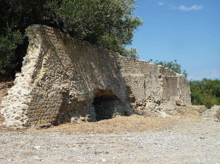 La población de Albenga es antigua, existiendo por lo menos desde la época romana. Este es el muro de una tumba romana cercana a la Vía Julia Augusta. (Foto: Broenberr/Wikimedia Commons)
