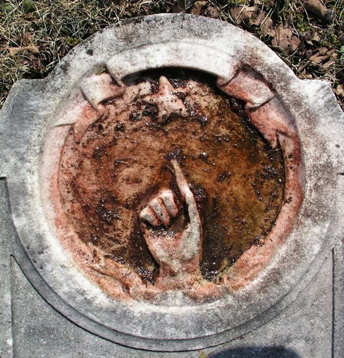 En las tumbas de figuras históricas cuyos nombres han sido vinculados a un incipiente movimiento Rosacruz aparecen imágenes relacionadas con la nueva estrella de 1604 (Fotografía: Graham Phillips)