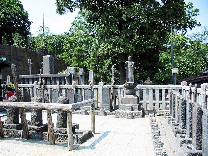 Vista parcial de las tumbas de los 47 Ronin en la actualidad. (Stéfan Le Dû/CC BY-SA 2.5)