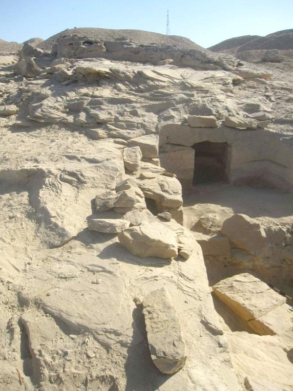 Entrada a las tumbas recientemente descubiertas. (Fotografía: El Mundo/Ministerio de Antigüedades Egipcio).