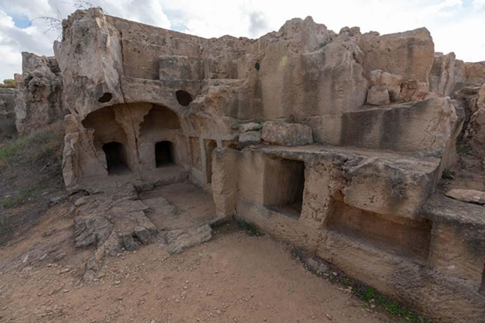 Cuando los viajeros del siglo XIX encontraron las Tumbas de los Reyes pensaron en un principio que eran los restos de un castillo o ciudad.