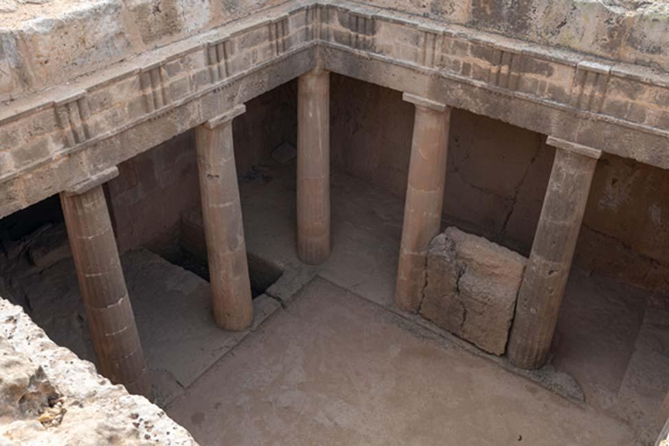 Una de las majestuosas tumbas columnadas de las Tumbas de los Reyes.