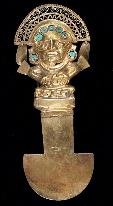 Tumi, antiguo escalpelo peruano. Las culturas andinas, como los Paracas, utilizaban los tumi para realizar intervenciones quirúrgicas neurológicas, como la trepanación craneal. En la fotografía, cuchillo ceremonial ('tumi') de la cultura Sicán, expuesto en el Museo de Arte de Birmingham. (Public Domain)
