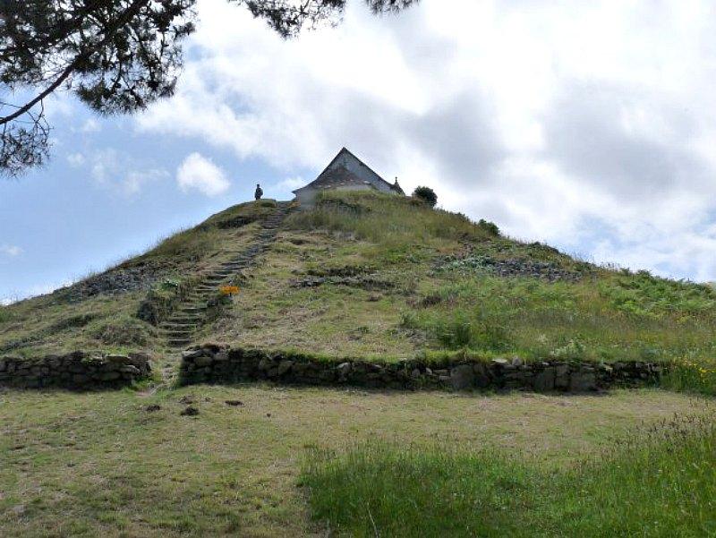 El Túmulo de Saint-Michel, situado en la región francesa de Carnac, es uno de los edificios de mayor tamaño de su categoría. (Fotografía: Hipertextual)