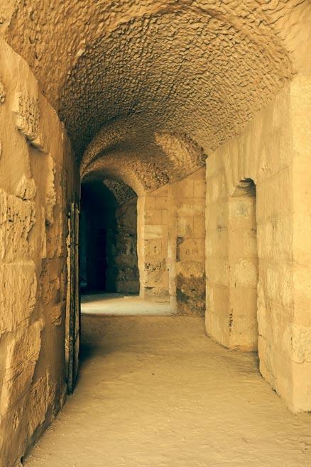 Túnel que lleva a la arena principal en El Djem