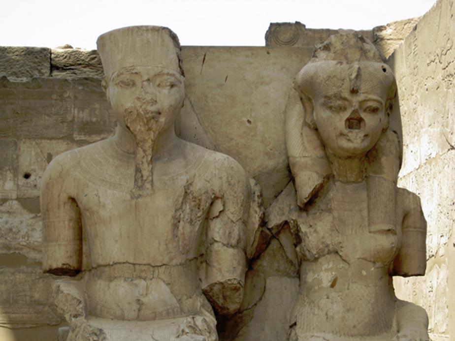 Estatuas de Tutankamón y Ankesenamón en el Templo de Luxor. (CC BY-NC-ND 2.0)