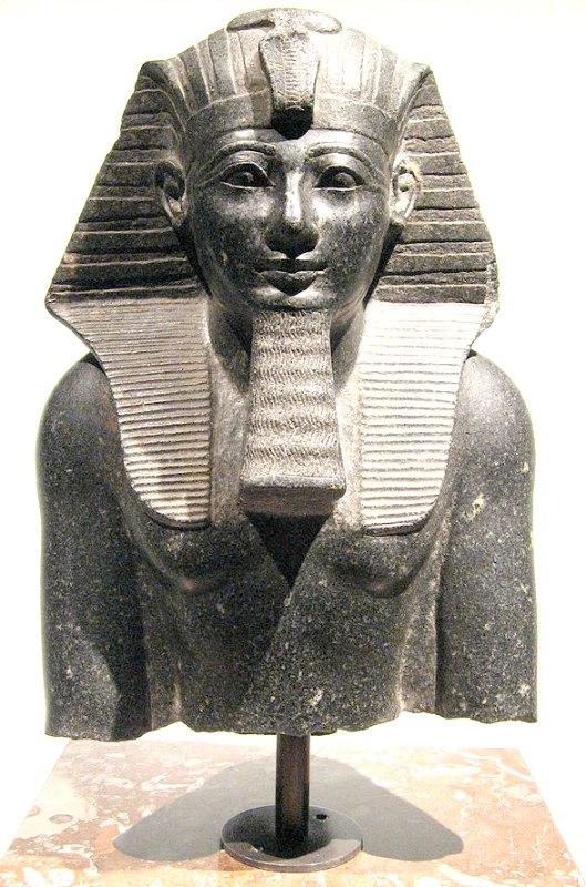 Estatua de Tutmosis III expuesta en el Museo de Historia del Arte de Viena. Adquirida en el año 1821 por Ernst August Burghart en Egipto. (Public Domain)