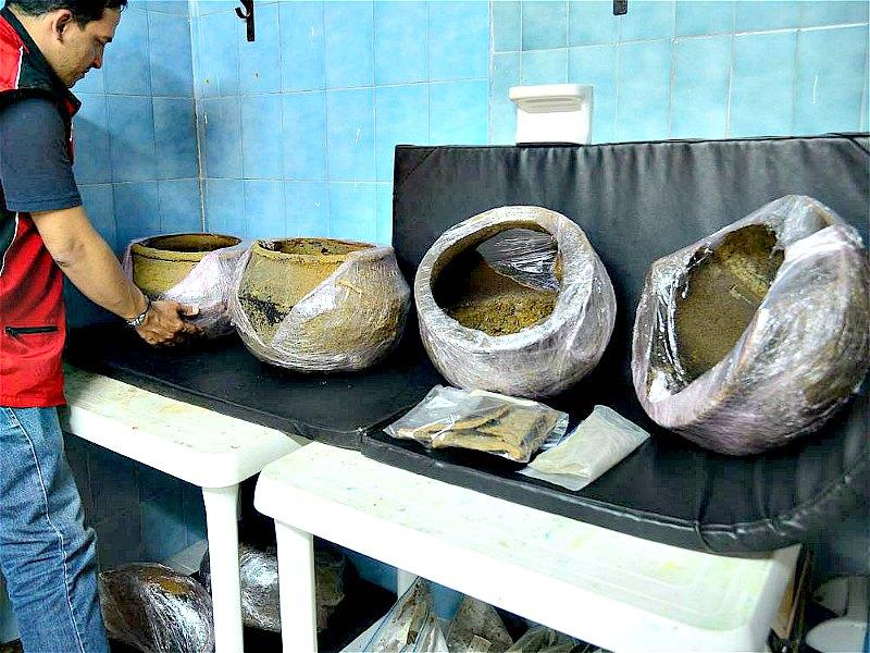 Las piezas cerámicas y restos recuperados serán sometidos a diversas pruebas de laboratorio para su datación y análisis estilístico y funcional. (Fotografía: El Tiempo/Raúl Arboleda/AFP)