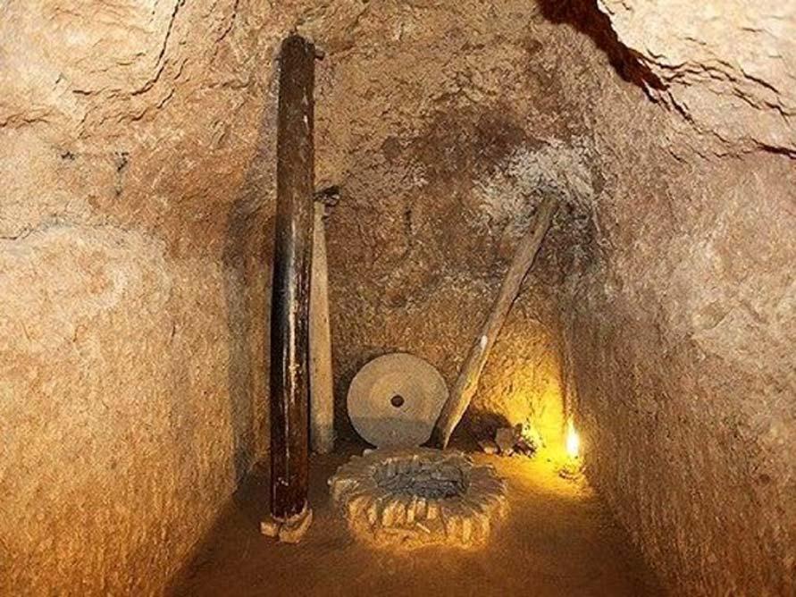 Utensilios hallados en la ciudad subterránea de Nushabad, Irán. (Agencia de Viajes Friendly Iran)