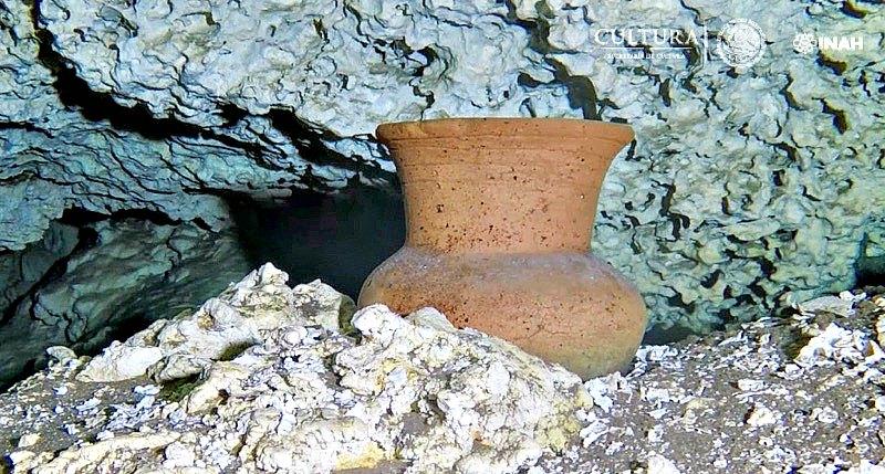 Vasija maya sumergida, posiblemente del Posclásico Temprano (años 900-1200), hallada a 10 metros de profundidad. (Fotografía: INAH/Proyecto GAM)