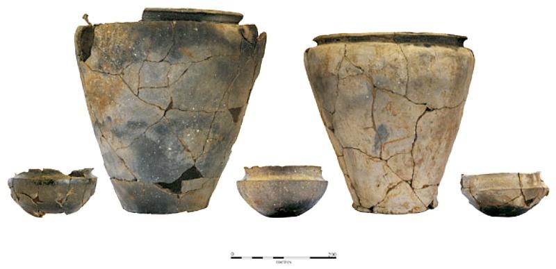 Algunas de las numerosas vasijas cerámicas halladas en el yacimiento de Must Farm, Inglaterra. (Fotografía: La Gran Época/Must Farm)