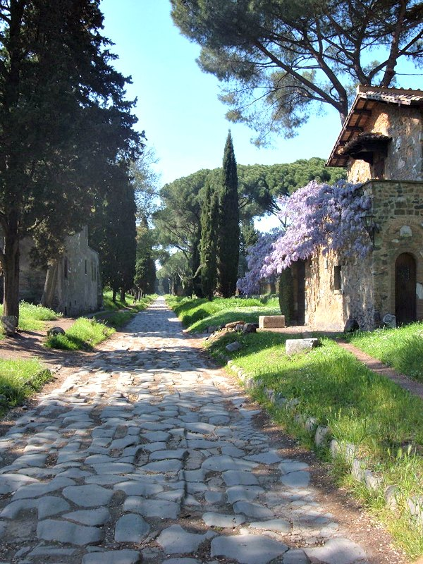 Las catacumbas judías de Vigna Randanini recorren el subsuelo romano entre las vías Apia Antigua (en la imagen) y Pignatelli. (Kleuske Dutch Wikipedia/Public Domain)