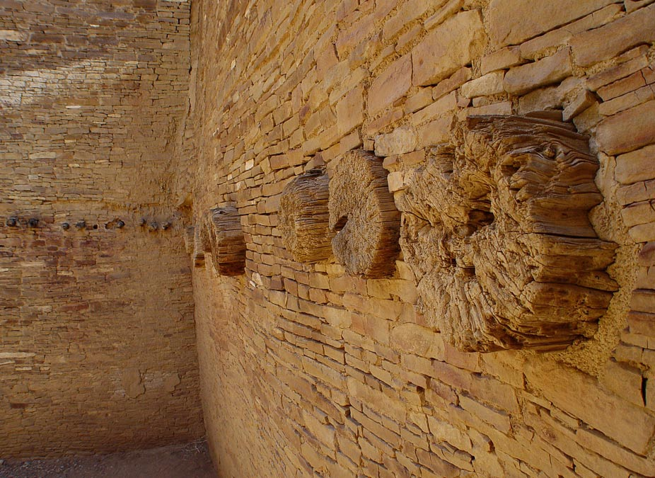 """Según los investigadores, las vigas de madera de las """"Grandes Casas"""" del Cañón del Chaco proceden de dos valles diferentes. (Fotografía: Stephen C. Price/Wikimedia Commons)"""