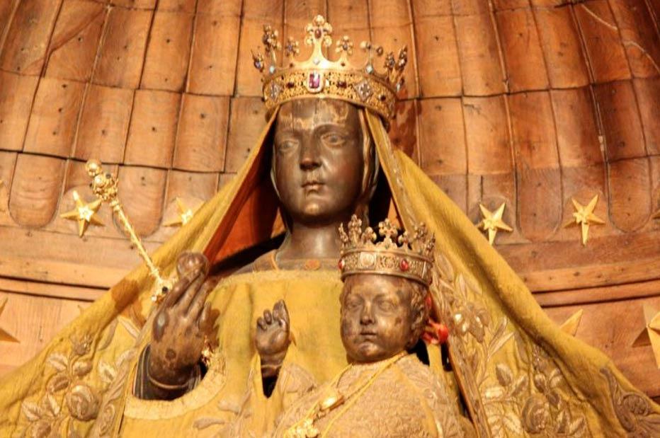 La Virgen Negra de Chartres. (DADIRRIDREAMING)