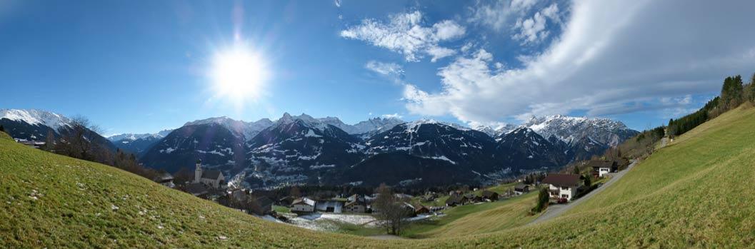 Vista panorámica del paisaje de Bartholomäberg (Montafon), el valle alpino en el que un equipo de investigadores de Frankfurt ha hallado importantes vestigios de actividad minera durante la Edad del Bronce. (CC BY-SA 3.0)