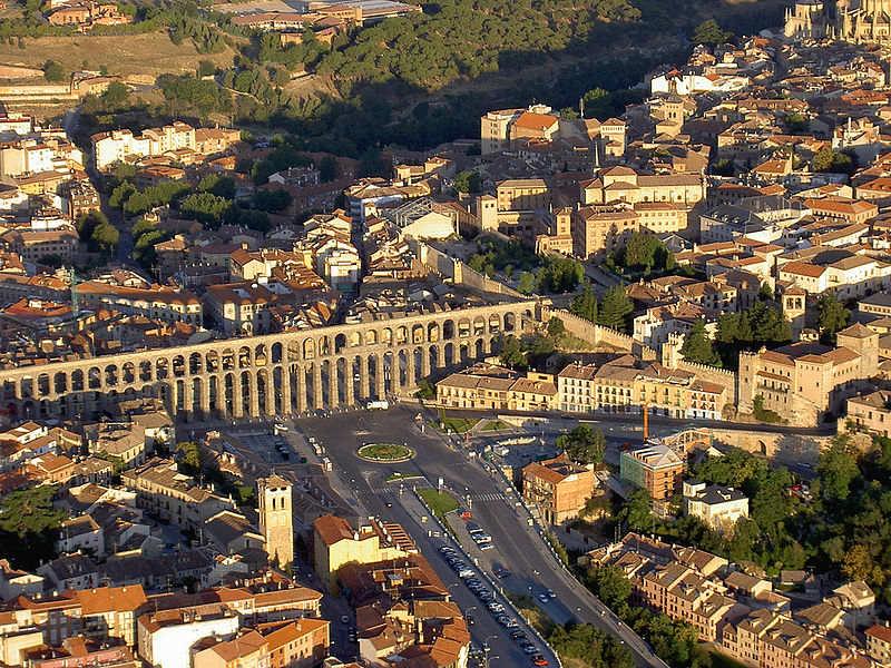 Vista aérea del acueducto de Segovia. (McPolu/CC BY-SA 2.0)