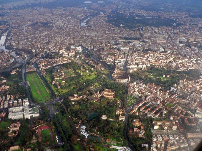 Vista aérea del centro de Roma, ciudad que será destruida según las profecías atribuidas a San Malaquías. (Oliver-Bonjoch/CC BY-SA 3.0)