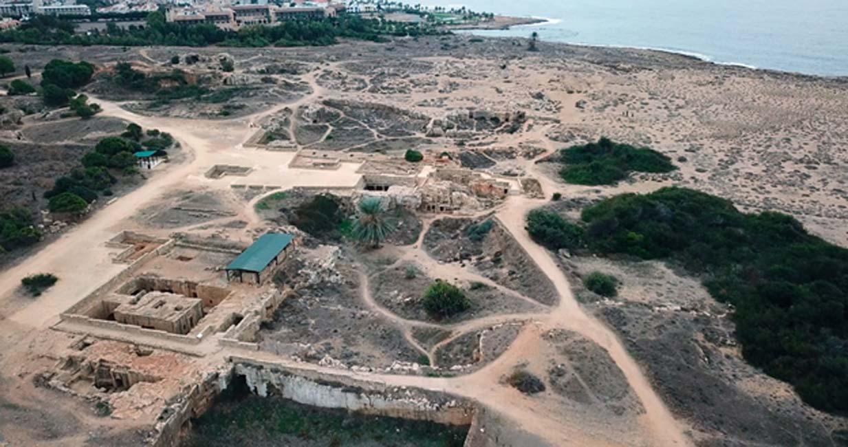 Vista aérea que muestra algunos de los complejos del yacimiento de las Tumbas de los Reyes de Pafos (Chipre).