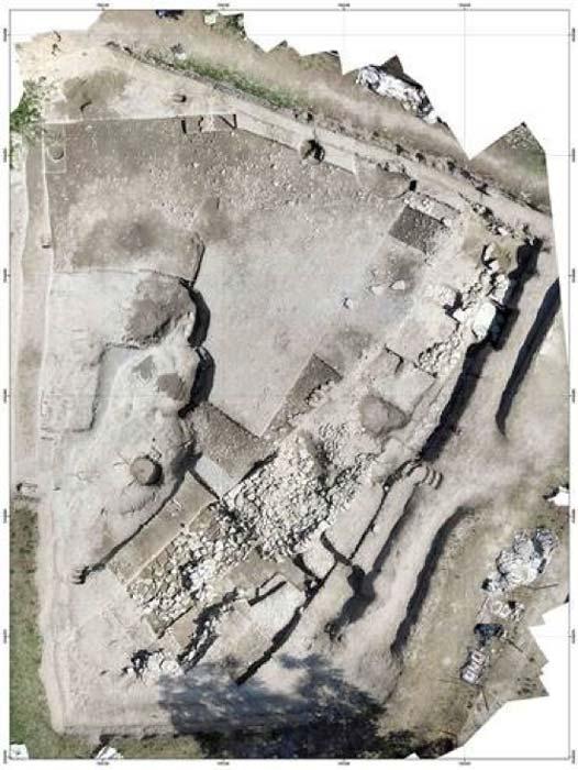 Vista aérea del asentamiento de la Edad del Hierro de Le Cailar, Francia. (© Fouille Programmée Le Cailar-UMR5140-ASM)
