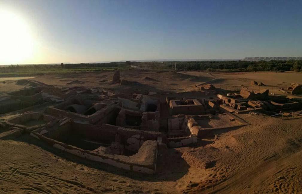 Vista general de las cinco tumbas romanas descubiertas en el año 2017 en el yacimiento de Beir Al-Shaghala, situado en el oasis de Dakhla, en el desierto occidental de Egipto. (Ministerio de Antigüedades)