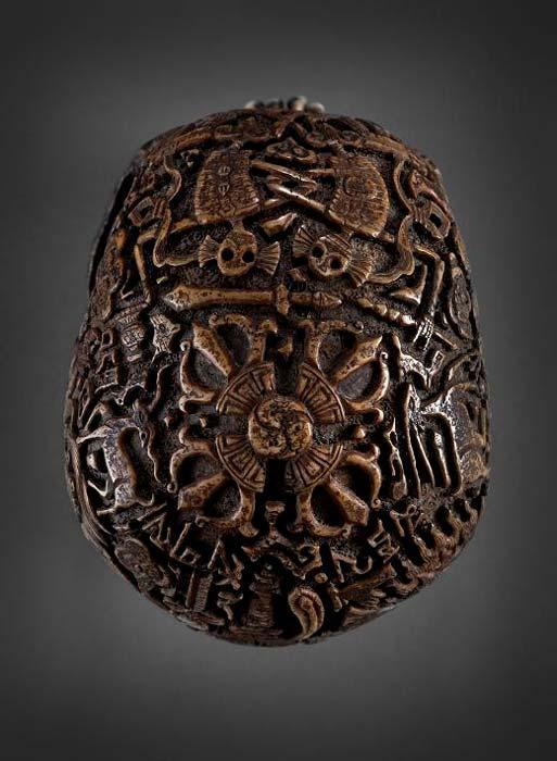 Vista superior del cráneo donde se pueden observar los danzantes Citipati. (Klemens)