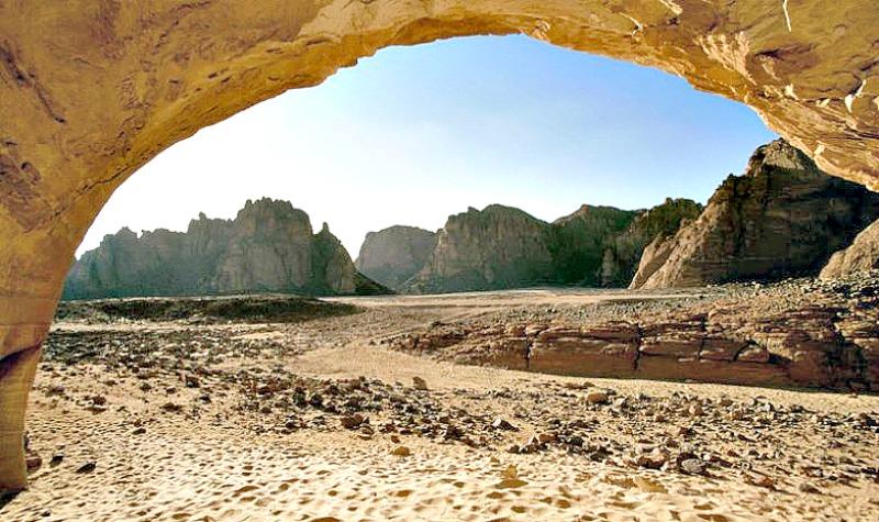 Panorámica de parte del valle egipcio de Wadi Sura desde una de sus muchas cuevas. (Fotografía: La Gran Época/Tara)