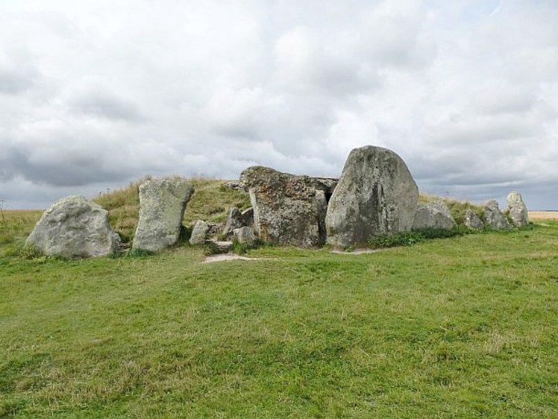 El Túmulo de West Kennet forma parte del conjunto megalítico de Stonehenge, Avebury y lugares anexos, nombrado Patrimonio de la Humanidad por la UNESCO en el año 1986. (Fotografía: Hipertextual)