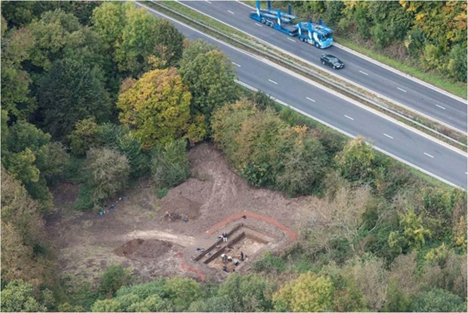 Vista aérea de las excavaciones arqueológicas de Blick Mead, justo al lado de la A303. (Qinetiq – Boscombe Down)
