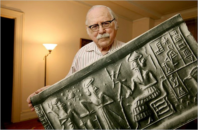 El escritor azerbaiyano Zecharia Sitchin aseguraba haber traducido las tablillas cuneiformes sumerias en su totalidad. (Public Domain)