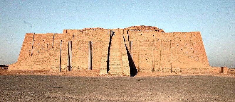 Zigurat de la ciudad de Ur que se ha conservado hasta nuestros días. Las ciudades sumerias se alzaban en torno a estos templos, y en ellos los patesi llevaban a cabo sus ritos sagrados. (Public Domain)