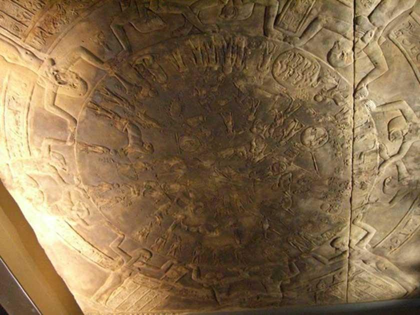 El Zodiaco de Dendera tal y como se encuentra expuesto en el Museo del Louvre. (Public Domain)