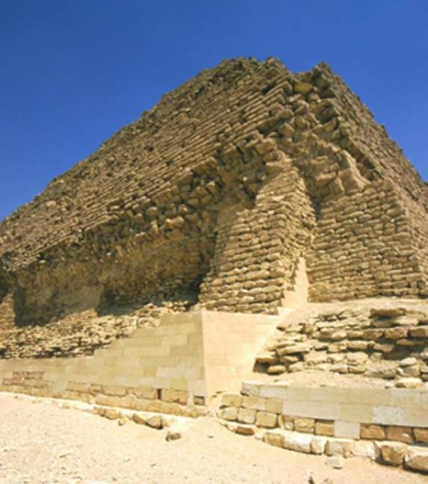 Un foso seco rodea la Pirámide de Djoser. (ALFIO FERLITO / Adobe Stock)