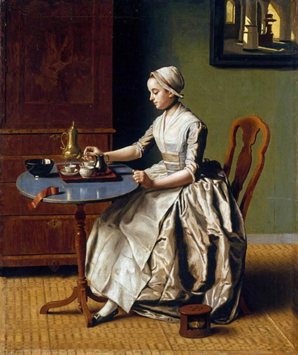 Una dama vertiendo chocolate (1744) que representa beber chocolate parafernalia. Dominio publico