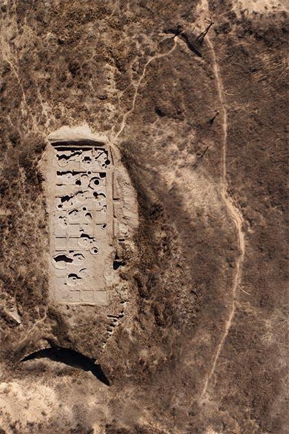 Toma aérea del sitio de excavación, donde se hicieron los hallazgos del neolítico chino. (Antiquity Publications Ltd)