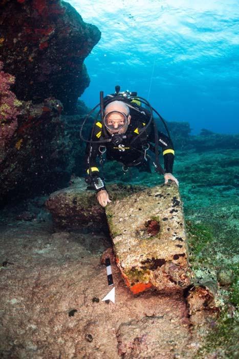 Ancla de piedra de un naufragio clásico tardío. (Ministerio de Cultura/ Facebook)