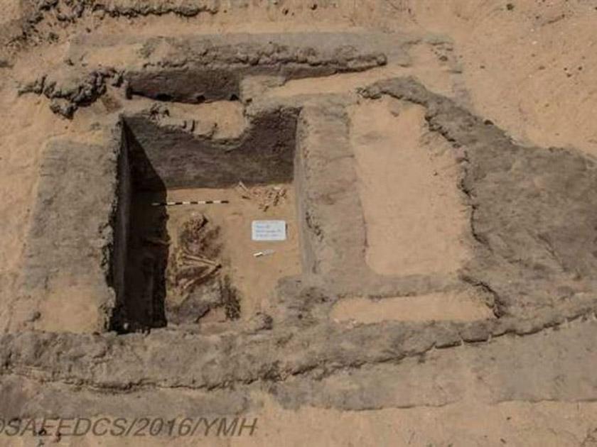 Una de las tumbas excavadas recientemente en las cercanías del Templo de Seti I en Luxor. (Ministerio de Antigüedades de Egipto)