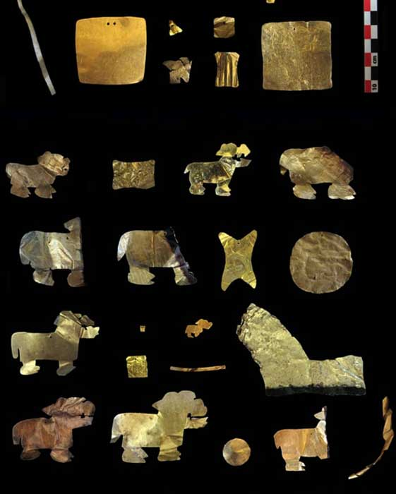 Artefactos de oro recuperados del sitio Tiwanaku. (C.Delaere/ULB)