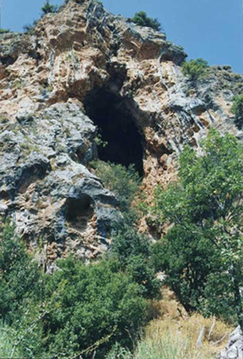 Asi-al-Hadath Grotto: Refugio de los perseguidos. Cortesía del fotógrafo Michel Schbot (1996) (CC BY-SA 3.0)