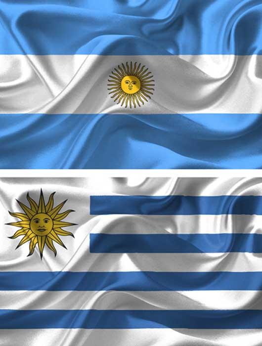 Arriba: bandera argentina. (Public Domain) Abajo: bandera uruguaya (Public Domain)
