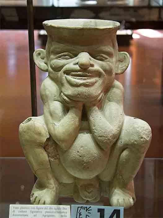 Bes, el dios protector del hogar egipcio, también está relacionado con los pigmeos, que pueden haber sido las mismas personas pequeñas a las que se hace referencia en los textos griegos antiguos. (Zde / CC BY-SA 4.0)