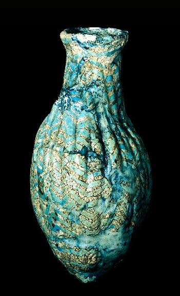 Botella de vidrio estriado hallada en Mesopotamia (1300 a. C. -1200 a. C.) (Museo Británico)
