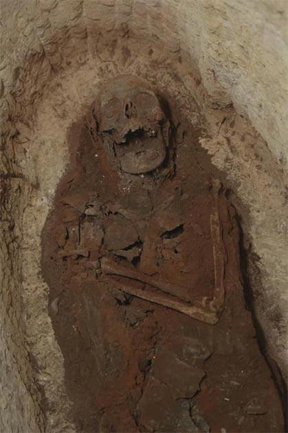 Algunos de los enterrados en el complejo fueron identificados como sacerdotes y sacerdotisas de una misteriosa diosa serpiente. Crédito: Ministerio de Turismo y Antigüedades.