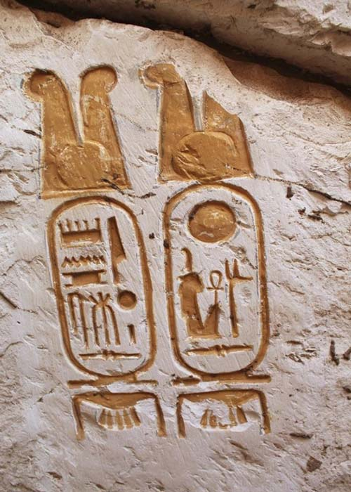 Cartucho encontrado en el sitio del palacio identificando a Ramsés el Grande. Crédito: Ministerio de Antigüedades de Egipto.