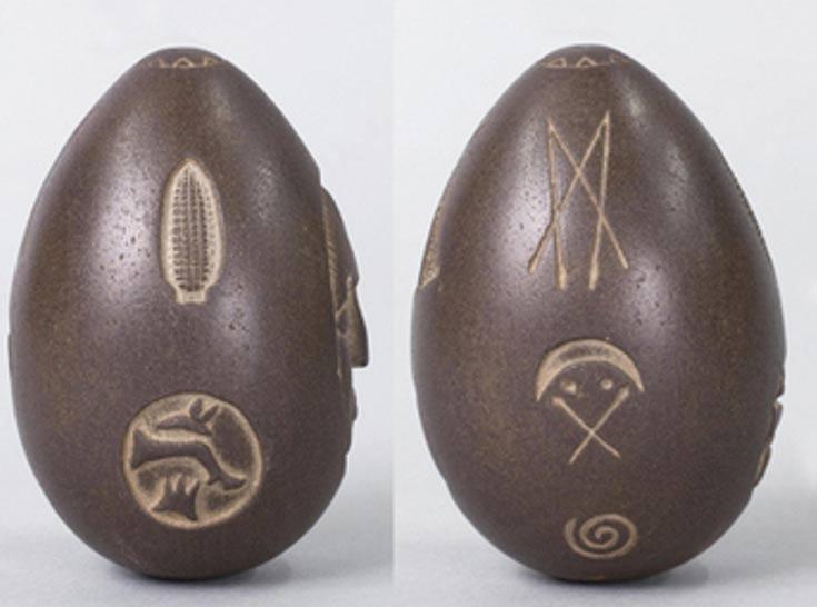 Detalle de los grabados de dos de las caras de la piedra (Noahsage)