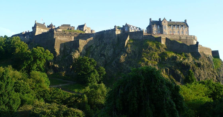 El imponente castillo de Edimburgo en la actualidad, visto desde el norte. (CC BY-SA 3.0)