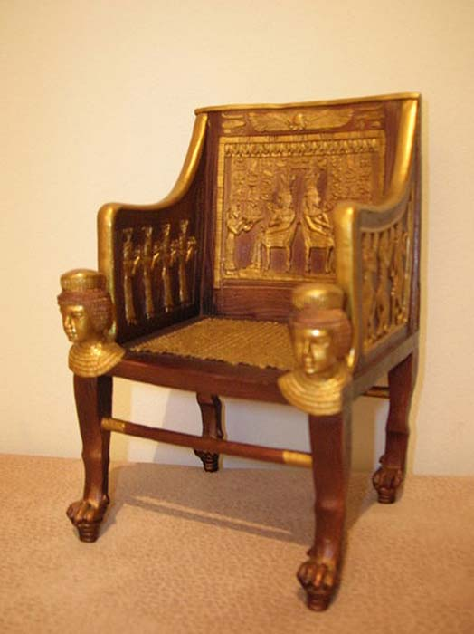 Réplica de la silla de la Princesa Sitamun (XVIII dinastía del Antiguo Egipto), un artefacto de la Tumba de Yuya y Tuya. (Alensha / CC BY SA 3.0)