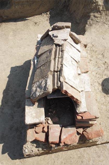 La tumba del guerrero cista Avar desenterrada en Croacia. (Ivan Bosancic)