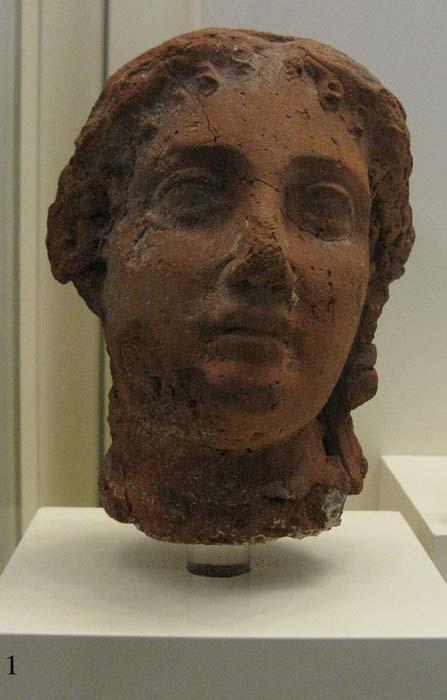 Cabeza de arcilla de la reina Arsinoe II. Para colocar a sus hijos en el trono, hizo que mataran al primer hijo de Lisímaco, Agatocles, por traición. (Tilemahos Efthimiadis de Atenas, Grecia / CC BY 2.0)